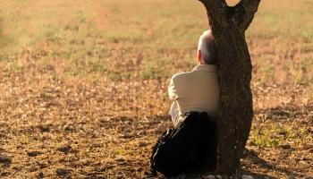 Aptauja: Latvijā vientuļi jūtas 60% cilvēku, galvenokārt jaunas sievietes