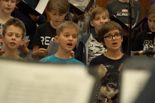Rīgas Doma kora skolas zēnu kora 55 gadu jubilejas koncerts Lielajā ģildē 2005. gada maijā
