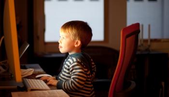 Līdzsvarot ekrānlaika apjomu bērniem. Kā to izdarīt vasarā?