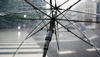 «Красное предупреждение»: синоптики о предстоящей в Латвии буре