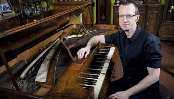 Юрис Жвиковс. Экспериментатор с чёрно-белыми клавишами
