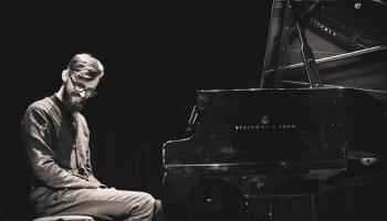 Par mūzikas radīšanu, klausīšanos, cilvēcību un vienkārši būšanu. Saruna ar Edgaru Cīruli
