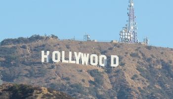 """13. jūlijs. """"HOLLYWOOD"""" - viena no atpazītākajam amerikāņu kinoindustrijas zīmēm"""