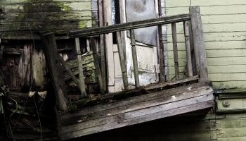 Специалисты: балконы «хрущевок» — в критическом состоянии