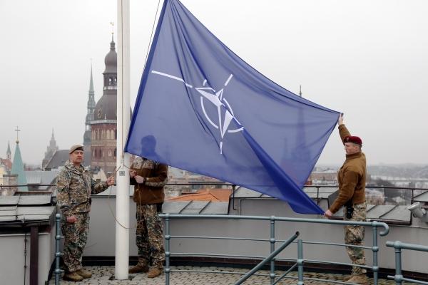 НАТО в поисках нового лидера, наводнения в Европе, перемена участи Nord Stream-2