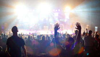 """Elektroniskās mūzikas festivāls """"UNDER"""" pārcelts uz septembra otro nedēļu"""