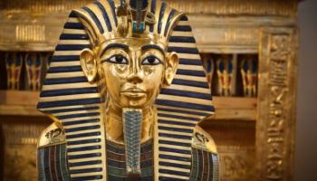 Mežģīņu parāde, dzintars uz Tutanhamona sirds un opera par kartupeļiem