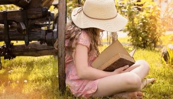 Lasīšana kopā un priekšā lasīšana var veicināt lasītprieku skolas vecuma bērniem