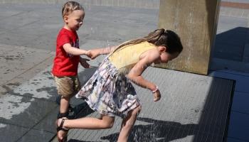 Gaidāmas karstas brīvdienas. Aktuāla peldūdens kvalitāte un drošība uz ūdens