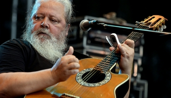 Dziesminieks Haralds Sīmanis ielūdz uz koncertu