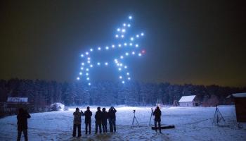 Dronu performances — alternatīva svētku uguņošanai