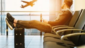 Инспекция: работодатель не обязан оплачивать простой, если работник сам ездил за границу