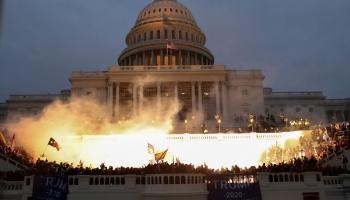 Iebrukums Kapitolija ēkā Vašingtonā: nekas tāds ASV līdz šim nav piedzīvots