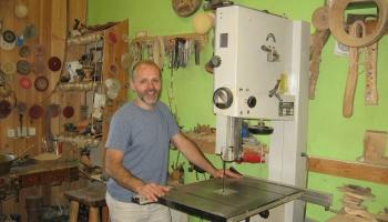 Alūksnē - Harija Stradiņa kokapstrādes meistardarbnīcā