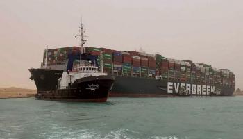 Suecas kanālu nobloķējis viens no pasaulē lielākajiem konteinerkuģiem