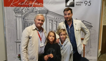 Tēva dienā skaņu mīklas min Liuziniku ģimenes trīs paaudžu vīru kompānija no Rīgas