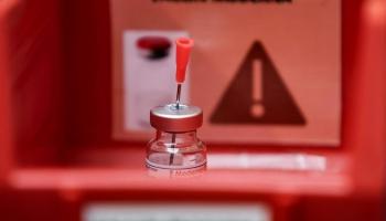 Covid-19 vakcīnas izstrādātāji pelna miljardus