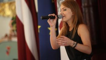 """Evija Smagare publicē dziesmu """"Pret straumi"""""""
