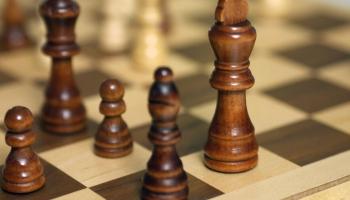 Зачем детей учить играть в шахматы?