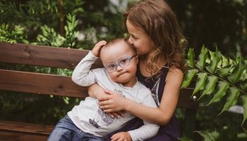 Bērnu ar invaliditāti vecāku lielākā problēma ir asistentu trūkums