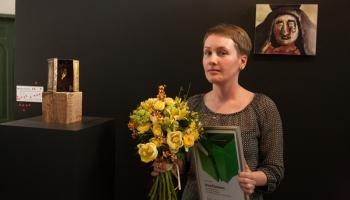 SEB stipendijas glezniecībā laureāte Anna Pommere un LMA studentu diplomdarbu skates