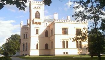 Новый Алуксненский замок: призраки и музыка