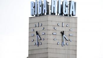 4. jūnijs. Liek pamatus jaunā Stacijas laukuma pulksteņa būvei Rīgā