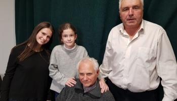 Ģimeņu mīklas Gunārs Jākobsons ar mazmeitām Martu un Loti