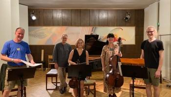 """Cik dzīve ir skaista! Studijā klaviieru kvartets """"RIX"""" un komponists Armands Skuķis"""
