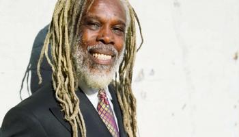 Astoņdesmitajos gados populārais dziedātājs Bilijs Oušens no Trinidadas atzīmē 70 gadus