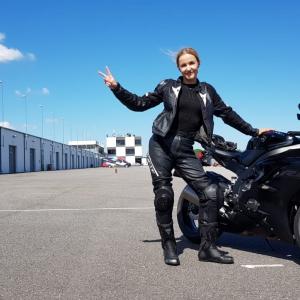 Daudzpusīga dzīves entuziaste - uzņēmēja un motobraucēja Sabīne Koklačova