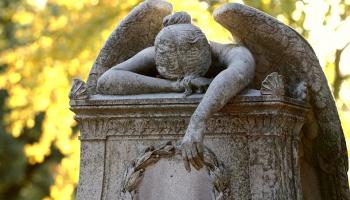 Как в условиях коронавируса проходят похороны