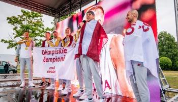 Tokijas olimpisko spēļu čempionu sagaidīšanas emocijas un japāņu attieksme pret Olimpiādi