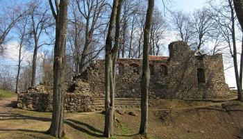 Руины средневекового замка Лиелварде. Прогулка в прошлое