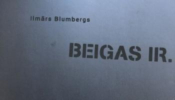"""Izstādē """"Ilmārs Blumbergs. Beigas ir"""" darbu skatīšanās ir intelektuāls darbs"""