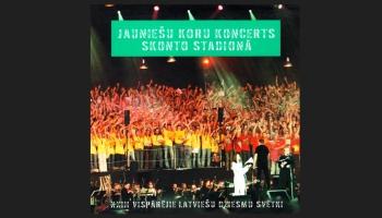 """Mirkļi no 2003.gada Dziesmu svētku Jauniešu koru koncerta """"Skonto"""" stadionā"""
