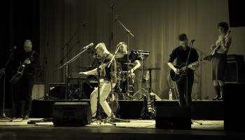 """Grupa """"Melanna"""" izdevusi trešo studijas albumu """"Pār pasauli"""""""