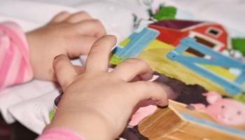 Sīkās motorikas attīstība bērniem veicina domāšanu un runas prasmes