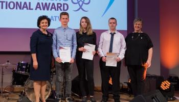 Verēmu pamatskolas skolēni saņem Edinburgas hercoga starptautisko apbalvojumu