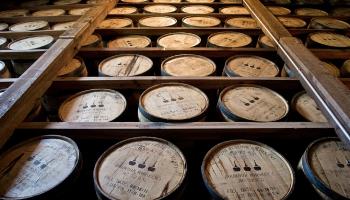 14. jūnijs. Garīdznieks Elijs Kreigs rada burbonu - no kukurūzas gatavotu viskiju