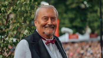 Siguldas absolventu orķestra diriģents - skolotājs Andris Muižnieks