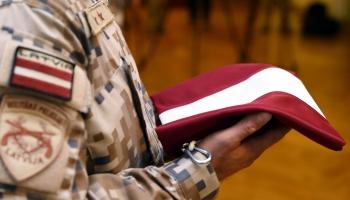 100. Latvijas armijas dzimšanas dienā – pasveicini karavīru!