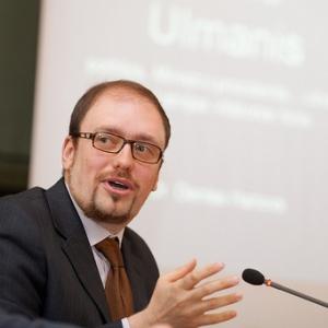 Профессор Ханов: общество не готово решить проблему беженцев