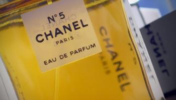 """""""Chanel No. 5"""" - pasaules parfīma vēstures leģendas simtgade"""
