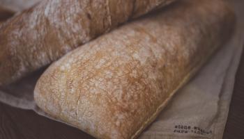 Pēcjāņu galdā ceļam latviskos gardumus - maizi un skladrausi