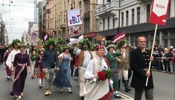 Sirsnīgā Briseles latviešu teātra dalībnieki pirmo reizi piedalās Dziesmu svētkos