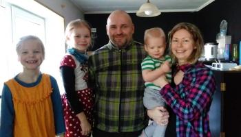 Ģimene no Balvu novada skolo bērnus mājas. Vietējiem skolotājiem pirmā šāda pieredze