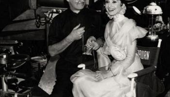 """22. oktobris. Pirmizrāde filmai """"Mana skaistā lēdija"""" ar ar aktrisi Odriju Hepbernu"""