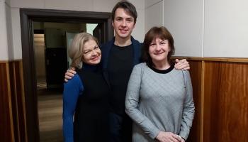 """""""Atsperē"""" saimnieko Liene Jakovļeva un Andris Gauja, viešņa - Daira Āboliņa"""