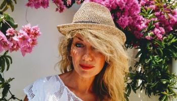 Ebru māksliniece Anda Kolosova